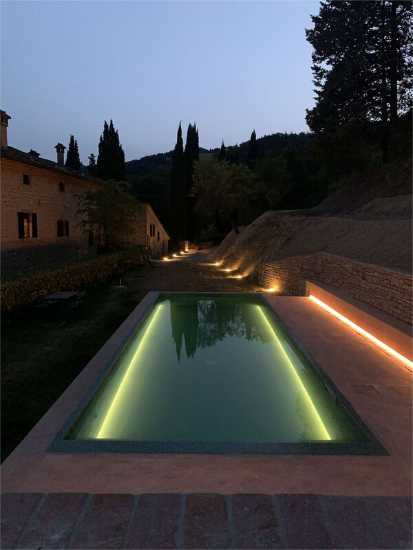 illuminazione piscina toscana